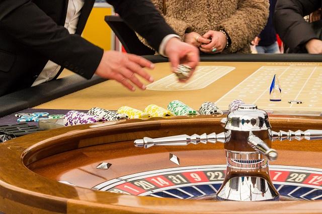 友達とオンラインポーカーをプレイする方法